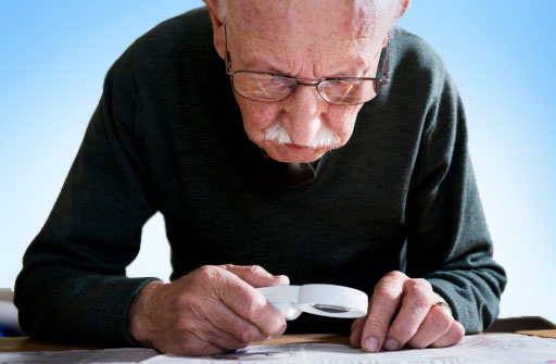 cataracts_man_with_magnifying_glass