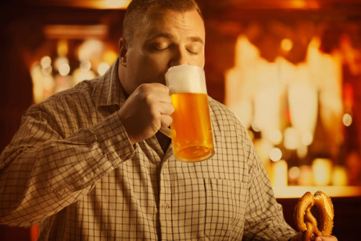 man_drinking_beer